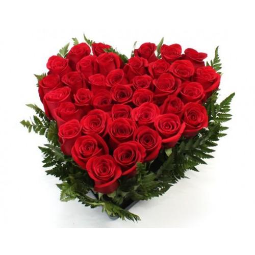 Corazón de 20 rosas rojas