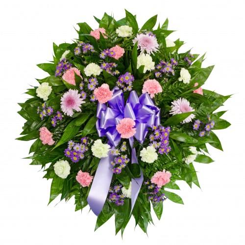 Corona funeraria de margaritas, claveles y crisantemos